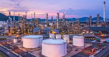 原油に投資する方法は?投資対象としての原油の特徴や投資する際の注意点を解説