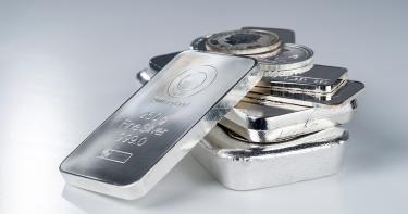 投資対象としての銀の特徴や金との違いを解説